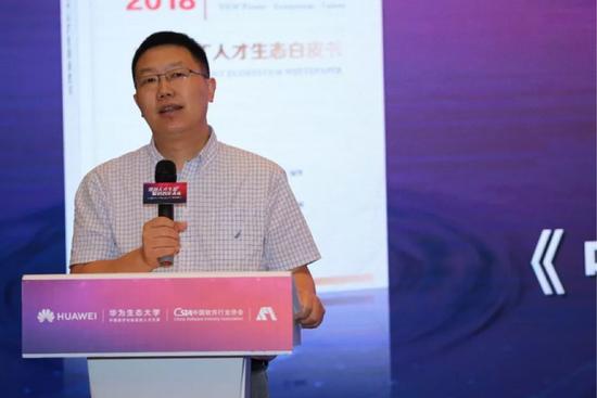 中国软件行业协会副理事长兼秘书长、信息技术新工科产学研联盟副理事长吕卫锋致辞