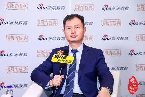 北京青鸟同文教育集团总校长 郑彤