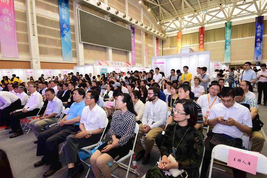 北京郵電大學第十一屆大學生創新創業實踐成果展示會開幕
