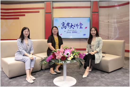 中国社会科学院大学的招生办副主任冯杰梅、国际交流与合作处学生项目负责人蔡晨青