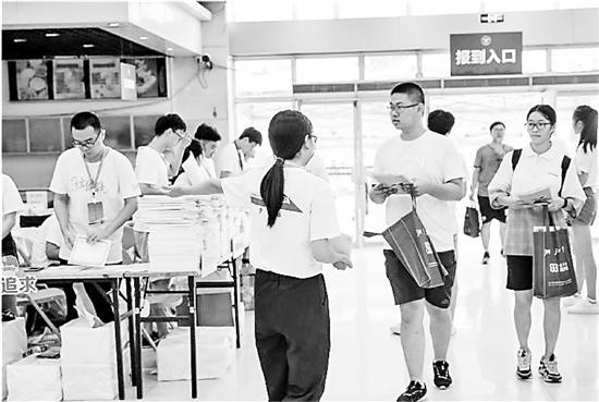 6000余名浙大新生22日入学 最小本科生才14岁