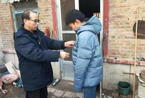 温暖过冬 潍坊市教育局爱心资助194名孤儿留守儿童