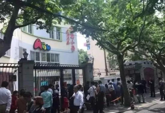 2017年5月6日,徐汇区爱菊小学面谈现场。