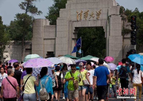 资料图:北京清华大学门前。中新社发 蒋盛松 摄