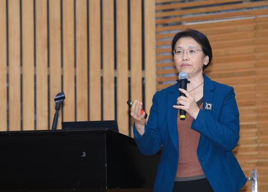 北京市海淀区中关村第三小学校长刘可钦作《从学习的视角看教学改革》主旨报告