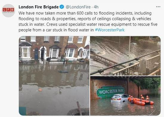 英国伦敦大雨滂沱市区街道积水 多个车辆受困洪水中