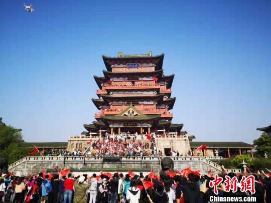 江西省2019年暑假期间,170余家国家5A级、国家4A景区、江西省5A级乡村旅游点面向全球大中小学生大门票全免。图为滕王阁。(资料图) 王剑 摄