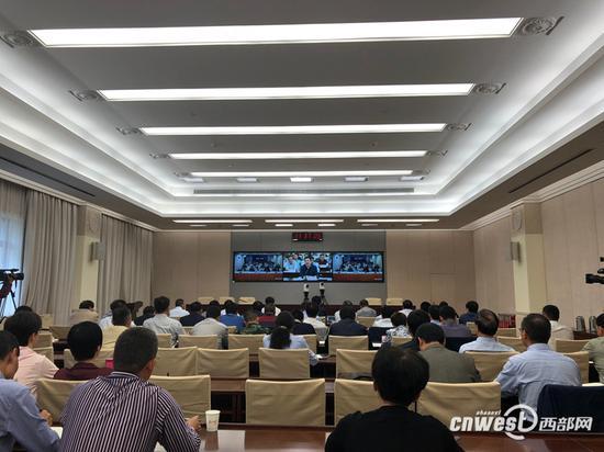 陕西省政府召开2018年全省普通高校招生考试安全工作电视电话会议。