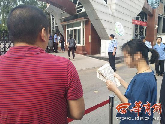 时间还来得及,希望不要影响她考试。为西安交警点赞!