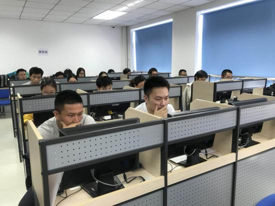 法考首考新变化:首次机考 电脑屏幕贴防窥膜