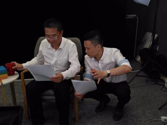 罗浩波副校长在十一假期录制慕课