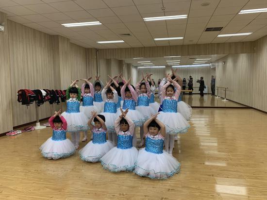 一年级同学集体舞蹈