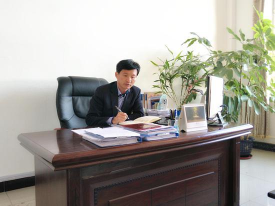 长春市农安县永安乡中心小学校长王崇