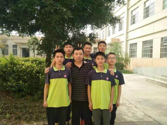 寻找乡村教师代言人:陕西省周至县广济初级中