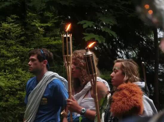 营地里模仿奥林匹克仪式的活动 作者供图