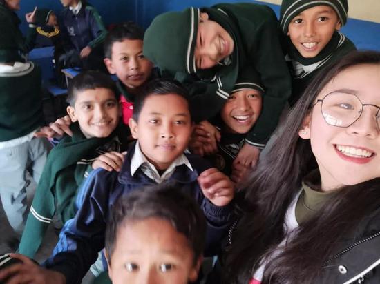 鄭茜在尼泊爾支教
