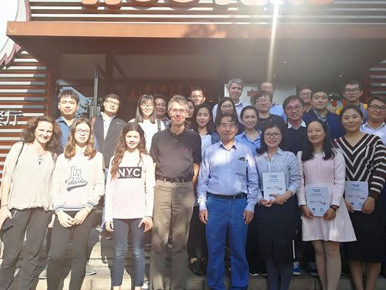 上海海事大学教授坚守讲台近30年 鼓励学生科研