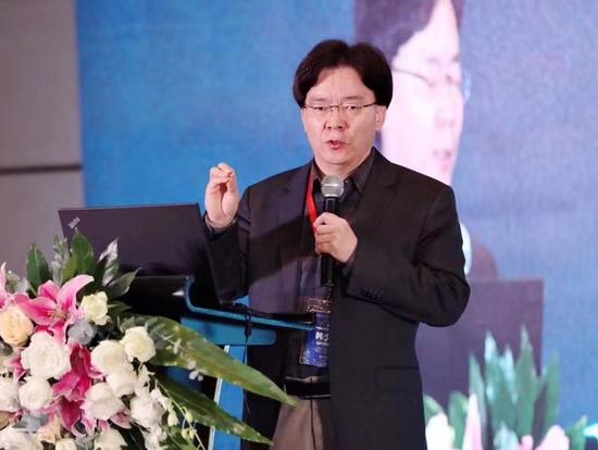 达内教育集团创始人韩少云先分享了《AI赋能区域发展的终身学习体系构建》主旨报告