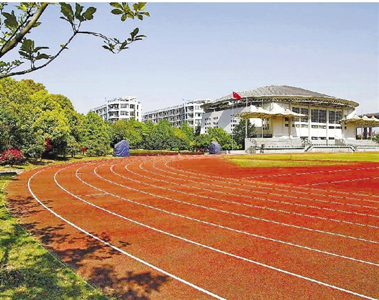 杭州市长河高级中学之前用的也是传统的红色跑道。