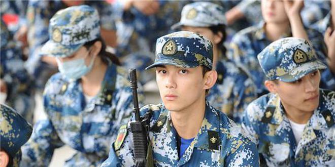 吴磊北电军训表现优异进入示范班