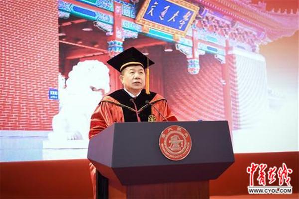 """上海交大校长寄语研究生""""坚守成大器"""""""