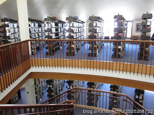 美国某学校图书馆(图片来源于网络)