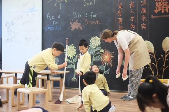 孩子们在生活中学习美语