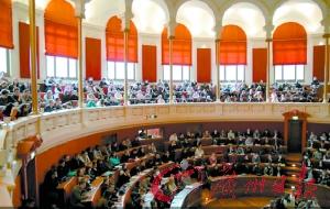 中国学生赴法留学的选择趋多元化,不会只着眼于免学费的法国公立大学。图为法国里昂第二大学法学院。