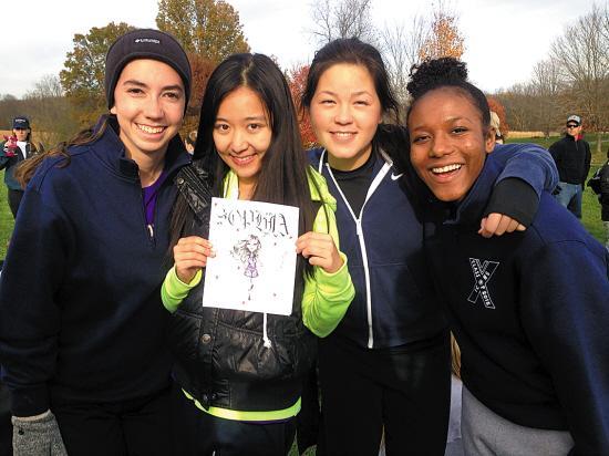 代雨辰(左二)高中赴美当交换生期间与美国同学合影