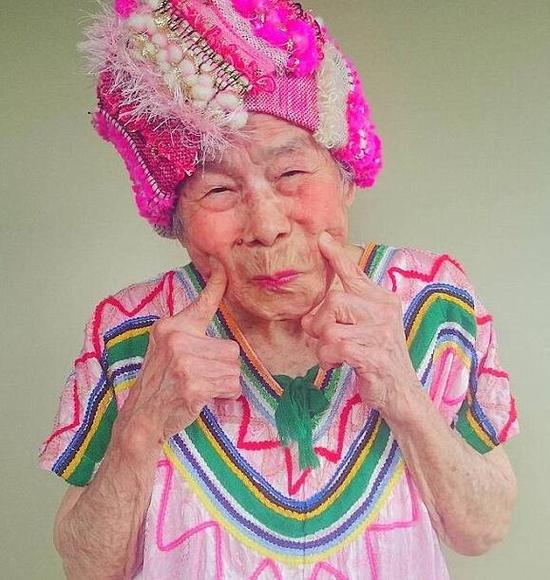 日本93岁奶奶做模特,吸粉无数(网页截图)