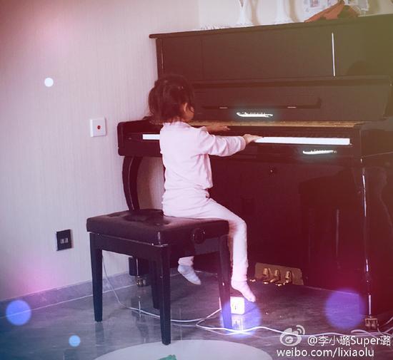 李小璐在微博晒照