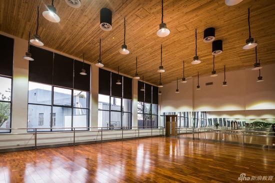 宁波鄞州赫德实验学校舞蹈房