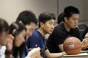 中国小留学生的辛酸:在学校受歧视只能忍着