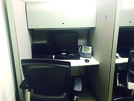 本文作者的办公区域就这么小。
