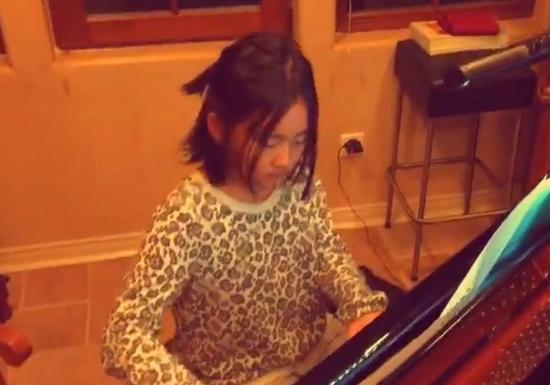 多多平时在家就经常练琴