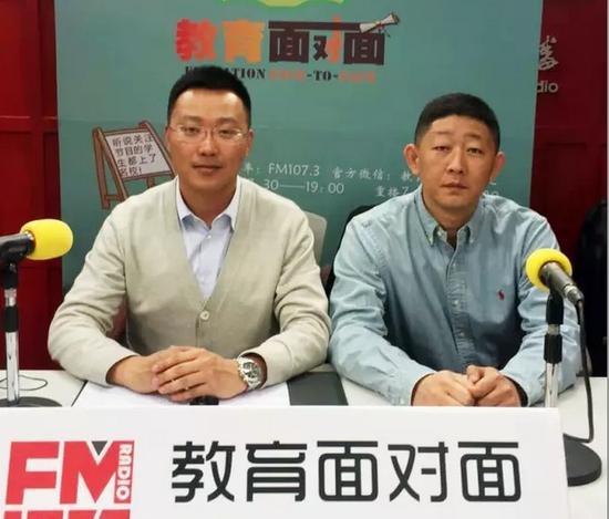 北京体育职业学院副院长王宁(左)、学生处主任李辉(右)