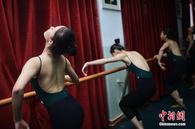 20岁艺术学院女生每天练舞超过6女生(图)优秀变得小时图片