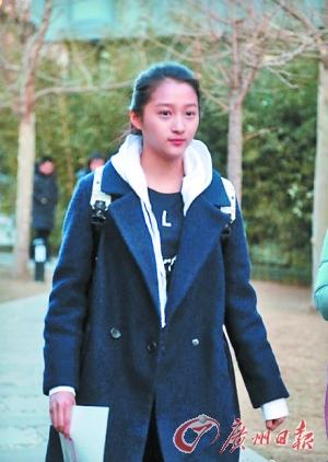 """""""小倾城""""关晓彤素颜参加北京电影学院表演学院考试,最终的专业成绩将于4月15日公布。"""