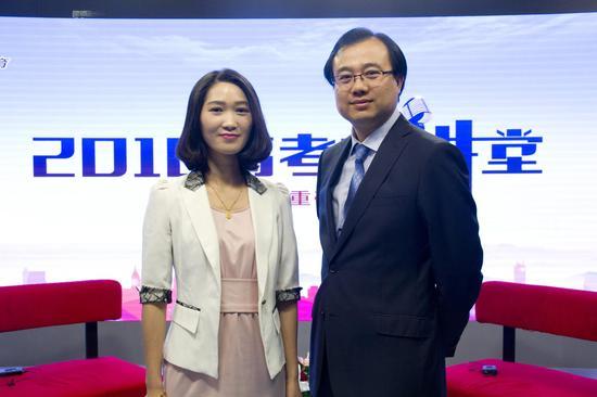 中国科学技术大学招生就业处处长傅尧(右)