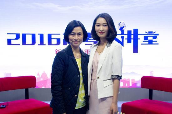 香港中文大学入学及学生资助处处长王淑英(左)