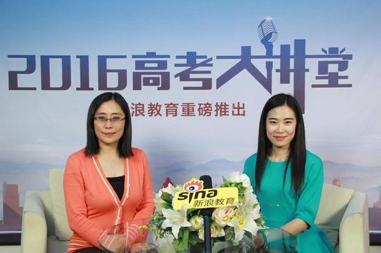 香港公开大学中国及国际事务统筹主任石雪梅(左)