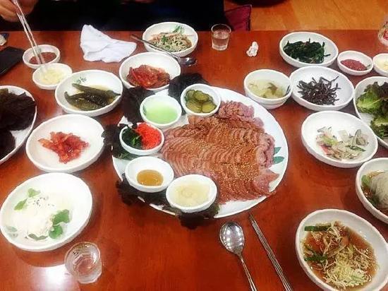 (晒一晒我们在韩国料理店吃到的美食:韩式熏鸭子)