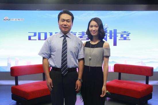 上海交通大学招办主任郑益慧(左)