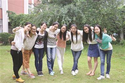 同一宿舍的8位女生全部考上了研究生。