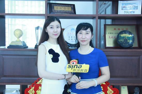 华南理工大学招生工作办公室主任周勤(右)