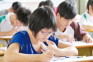 大陆高考状元6成来自超级中学 8成想出国