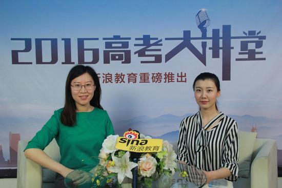 东南大学招生办公室副主任孟杰(左)