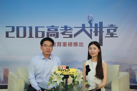中国医科大学生物医学工程专业负责人沙宪政(左)