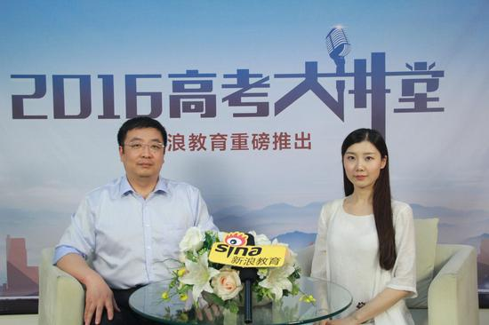 中国医科大学医学信息学院副院长崔雷(左)