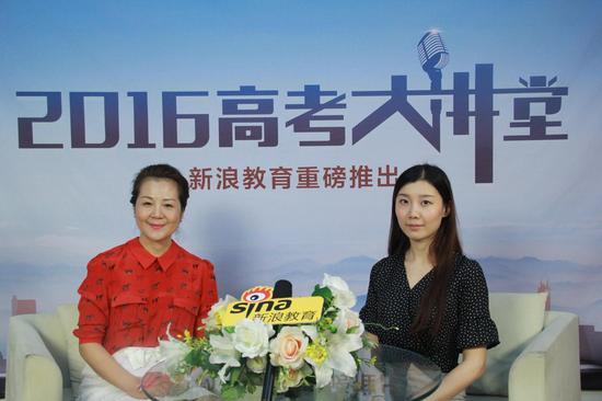燕京理工学院副校长刘元园(左)